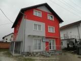 Prijedor nekretnine - HITNO PRODAJA - Kompletno uređena kuća sa poslovnim prostorom na poželjnoj lokaciji u Sanskom Mostu.
