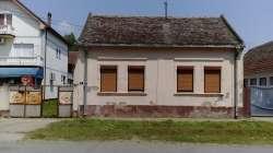 Beograd nekretnine - Kuća u centru Progara, Surcin, Beograd