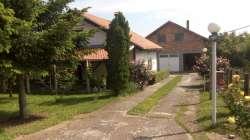 Beograd nekretnine - Dve kuće na 7,5 ari placa u podnozju Avale