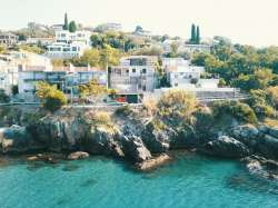 Ulcinj nekretnine - Prodaje se kuća u Ulcinju na prvoj liniji uz more.