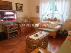 Beograd nekretnine - Autokomanda, zasebna kuća 180m2, veliko dvorište, garaža i parking